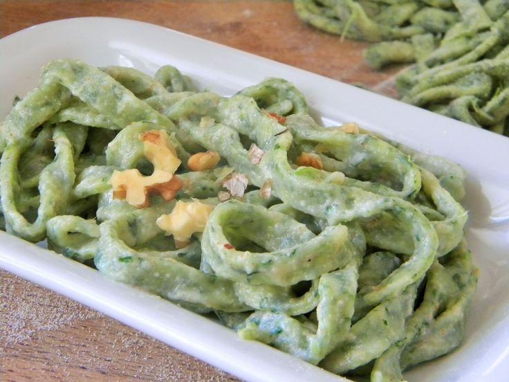 Cuocaeleonora: Tagliatelle verdi  alle cime di rapa con salsa all...