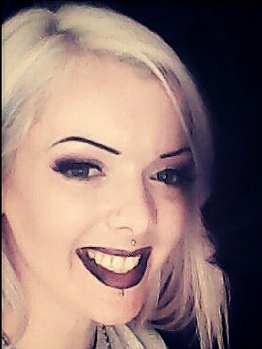 #Smudgedblacklips#MissEmakeup#PinkBlackeyes