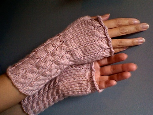 Ravelry:  My fetching gauntlets