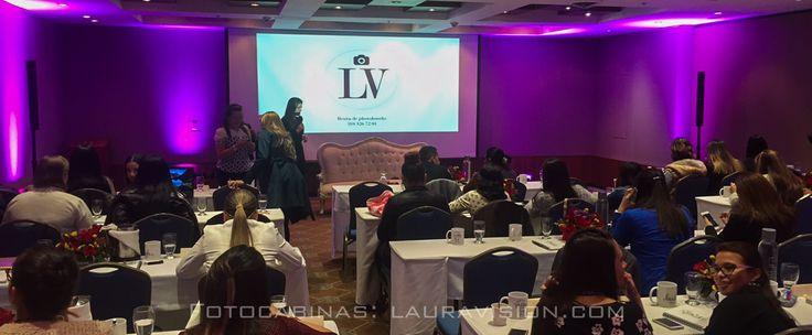 Lauravision siempre presente en los eventos más importantes, en esta ocasión estuvimos con INIBEP, en el seminario  Wedding and events planners, con la fotocabina entregando fotos a todas las asistentes. #alquiler de fotocabinas # photocall # fotocol # photocabinas # eventos Cartagena # recordatorios para bodas