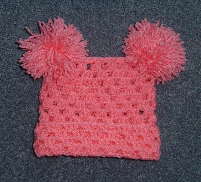 Baby hat with pompoms (ref 664137) £3.00