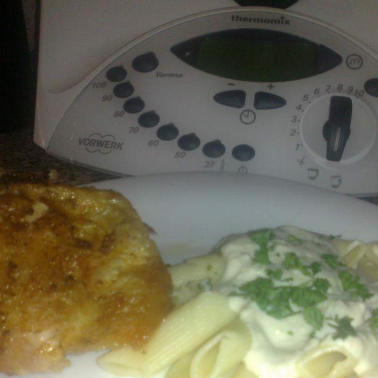 Recept Pečené kuřátko s těstovinami a nivovou omáčkou od lussy - Recept z kategorie Hlavní jídla - maso