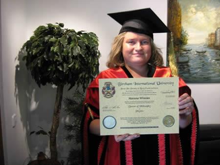 Marzena Wrzesien visited BIU Madrid Office to receive her doctorate degree.