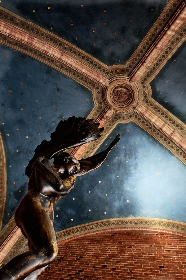 ❥ Divine Judgment, Ferrara, Italy~ what is the image in the center piece of the ceiling?