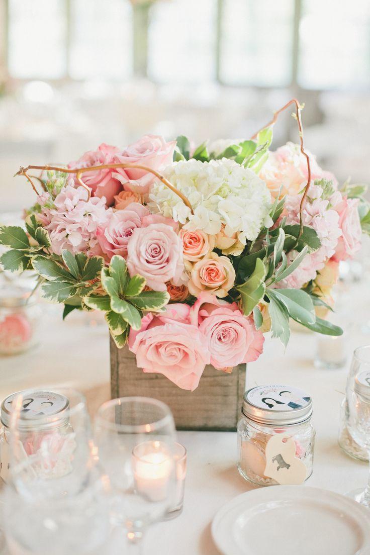 Box floral wedding centerpieces for rustic wedding @weddingchicks