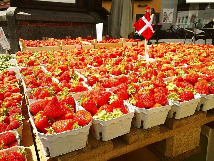 Straaawberriiees #denmark #copenhague #copenhagen #strawberry #summer #traveling #photoofday #photos