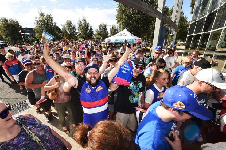 Thousands of fans turn out as historic AFL weekend continues