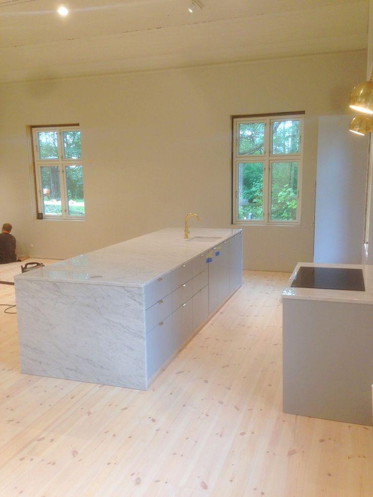 Nytt furugolv, nya innerväggar & nytt kök.