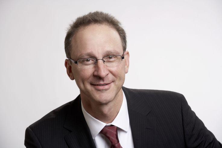 Riassunto: L'ex amministratore delegato di Novartis-Sandoz (South Africa) chiamato a guidare l'espansione globale di AAT nella ricerca