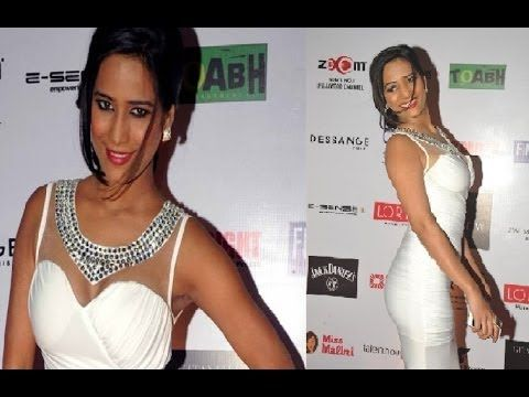Poonam Pandey in PRINCESS WHITE GOWN at IRFW 2013.