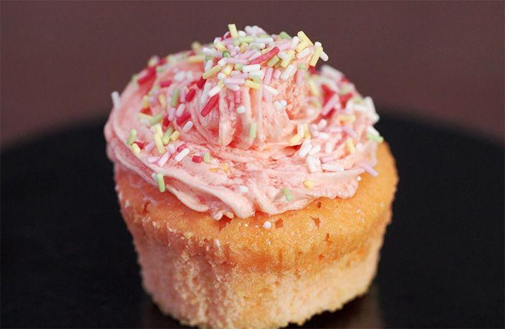 Cupcake alla limonata rosa - Iginio Massari The Sweetman - Quinta Puntata - Iginio Massari The Sweetman. Una stagione piena di dolcezza