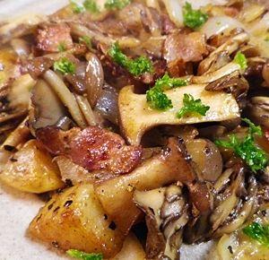 「素材で食べる、じゃがいもきのこベーコン炒め」シンプル料理なので、つけあわせにピッタリ【楽天レシピ】
