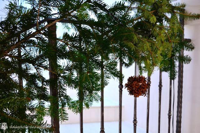 Decori natalizi con abete