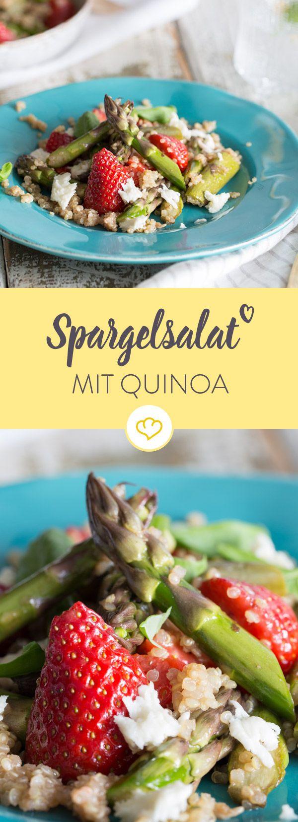 Wenn grüner Spargel, süße Erdbeeren, milder Mozzarella und gekochter Quinoa zusammen in der Schüssel landen, ist der Frühling in der Küche angekommen.