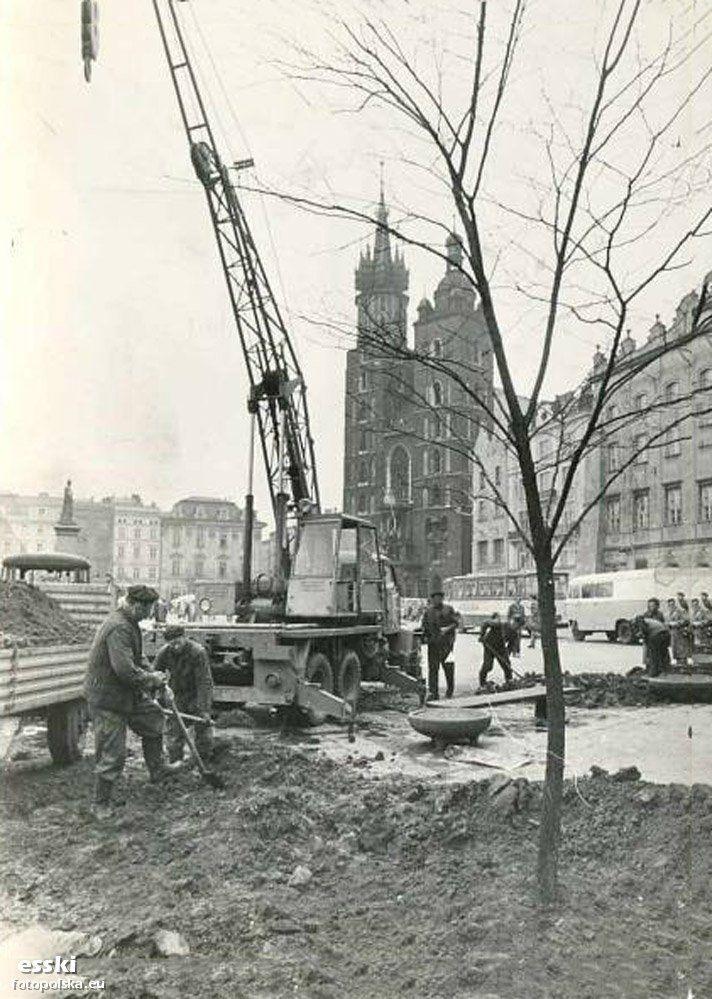 1977 , Prace modernizacyjne na krakowskim Rynku.