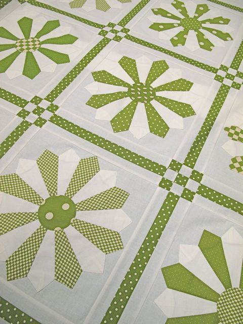 6a0120a5f3f908970b01a73d9e5273970d-pi 480×640 pixels Wouldn't think that I would like this shade of green but it looks cool in this quilt.