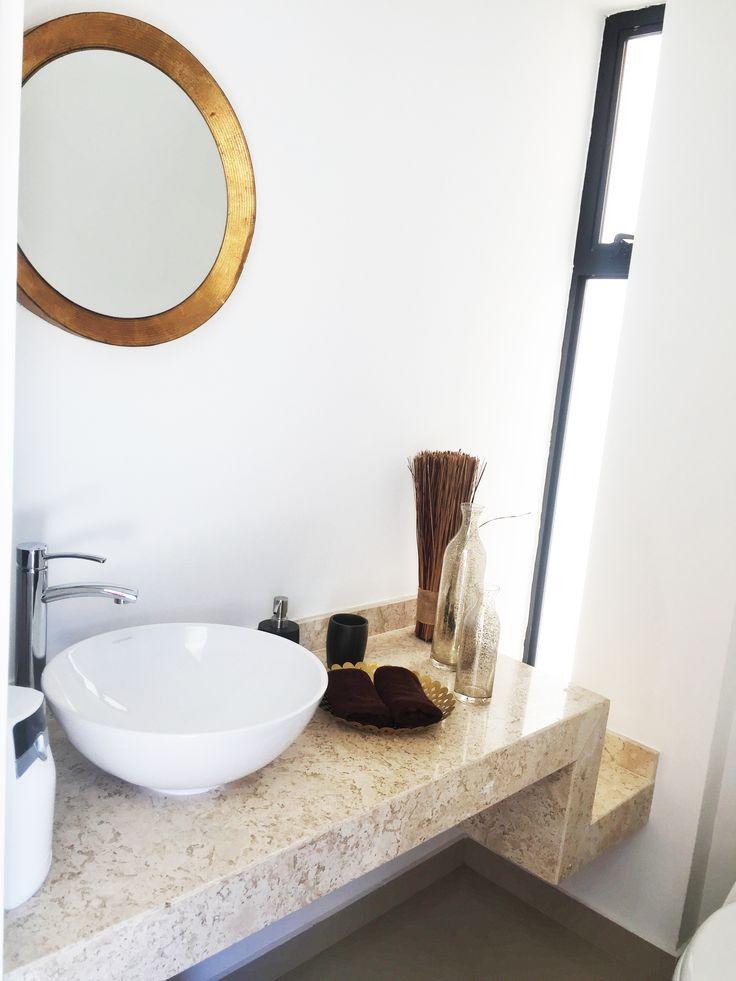 """Dale tu toque especial al tocador de lavamanos con un color festivo y vinculado con la realeza en el estilo """"versallesco"""" donde nos ayuda a crear un ambiente cálido."""