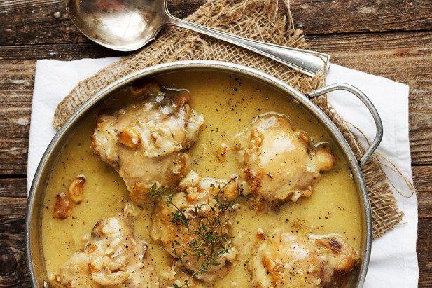 Μπουτάκια+κοτόπουλου+σε+σάλτσα+σκόρδου+κρασιού