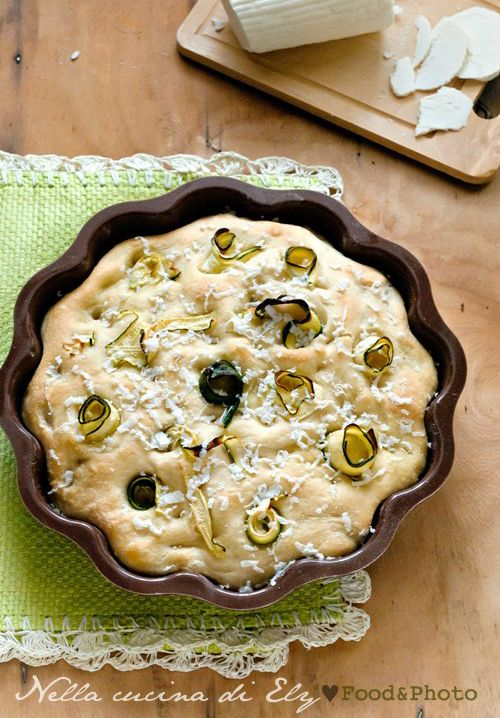 Focaccia morbida con zucchine