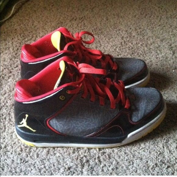 Mens's Michael JORDAN Basketball Shoes Michael JORDAN Basketball Shoes, Men size 9 1/2. In great condition, lots of life still in them! SERIOUS OFFERS ONLY Michael JORDANS Shoes