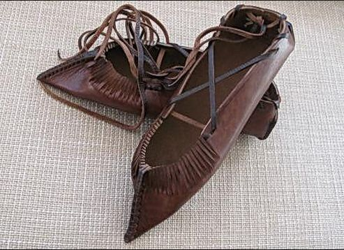 romanian folk shoe