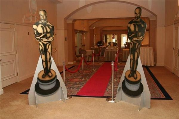 Hollywood Red Carpet Theme...you may also buy the 6 ft. Oscar Blowups at the entrances http://www.mazelmoments.com/blog/wp-content/uploads/2012/06/Hollywood-Theme-Red-Carpet-Entrance.jpg