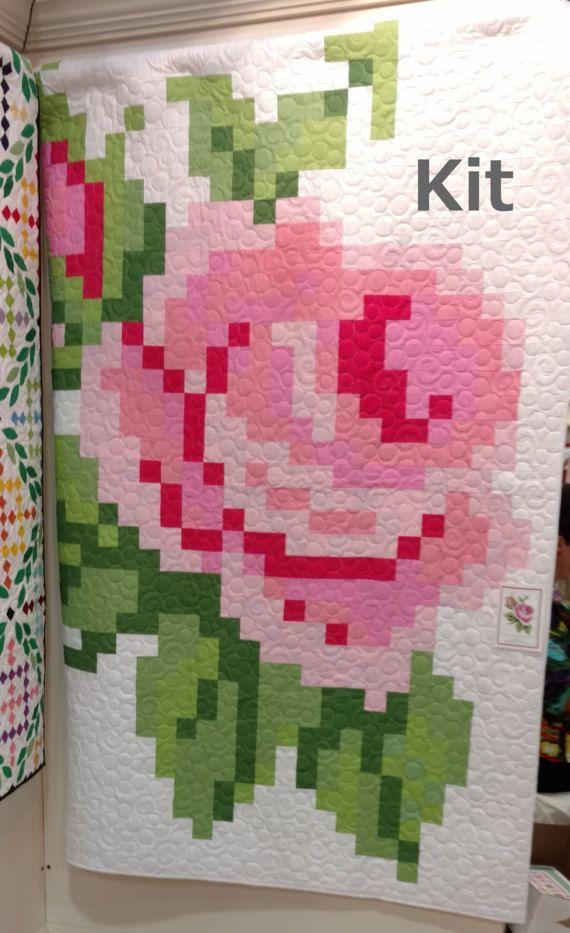 Pixelisé Rose Rose  Si jolie en rose! Composent ce plaisir beauté!  Quilt Top KIT comprend Riley Blake confettis cotons solides. Il y a pour le haut de la couverture et reliure tissu. Vous aurez besoin de fournir le tissu de soutien. Motif est inclus. S'équiper de couette tire.  Dimensions: 66 x 78 Taille des blocs finis: 12»  Modèle conçu par Trish Poolson.  Livraison peut être combinée avec d'autres commandes. Versements excédentaires sur les frais de port seront remboursés. Merci