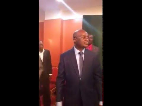 VIDEO. Cameroun: Roger Milla pique une colère noire au Palais des sports - http://www.camerpost.com/video-cameroun-roger-milla-pique-une-colere-noire-au-palais-des-sports/?utm_source=PN&utm_medium=CAMER+POST&utm_campaign=SNAP%2Bfrom%2BCAMERPOST