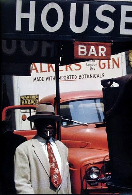 Saul Leiter, Harlem, ca. 1960. © Saul Leiter / Courtesy Howard Greenberg Gallery, New York.