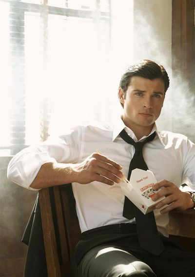 Tom Welling. Oh man, I miss having you on my TV screen. Clark Kent, ladies and gents.