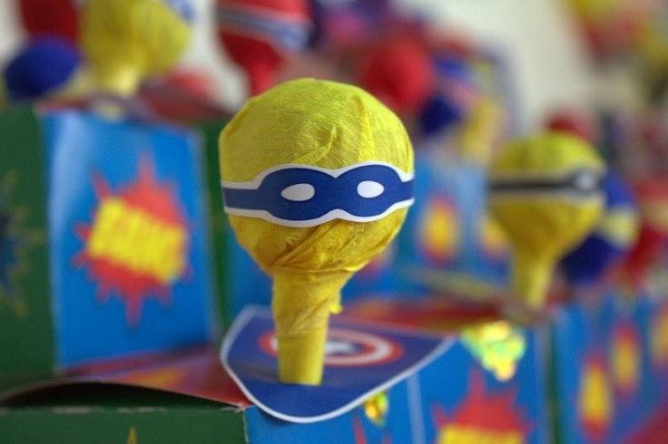 Cumpleaños Superhéroes - Chupetines con Capa y Antifaz por Tienda Doilies