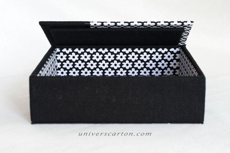 grande bo te carr e en carton recouverte de tissu en coton noir fleurs blanches et lin noir. Black Bedroom Furniture Sets. Home Design Ideas