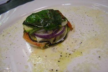 Ricetta Millefoglie di verdure con mozzarella di bufala e olio al basilico   Alice.tv