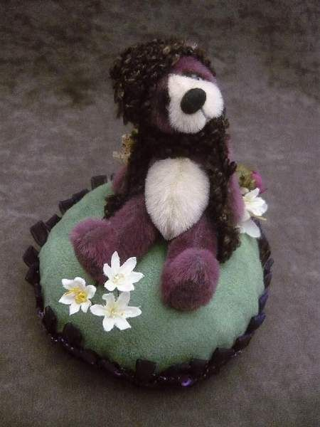 ... just chillin'... pincushion by Monica's Attic Treasures