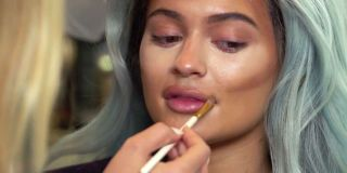 http://www.sugarscape.com/film-tv/videos/a1082496/kylie-accuses-kendall-abandoning-her/