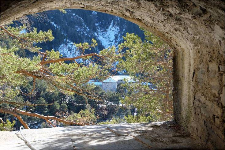 Tout en bas dans la vallée, la Redoute Marie-Thérèse, vue du Fort Victor-Emmanuel