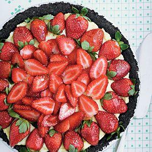 strawberry cream pie with dark chocolate crust...: Cream Pies Recipes, Strawberry Cream Pies, Southern Living, Pies Crusts, Strawberries Cream Pies, Strawberries Desserts, Dark Chocolate, Strawberries Pies, Strawberries Recipes