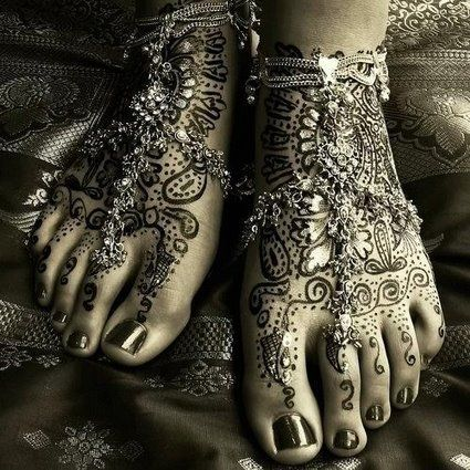 beautiful henna on feet   i want  it!!!!!