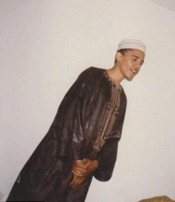 """Usa, Fox News mostra foto di Obama in abito islamico: """"Lui non è un bravo cristiano"""""""