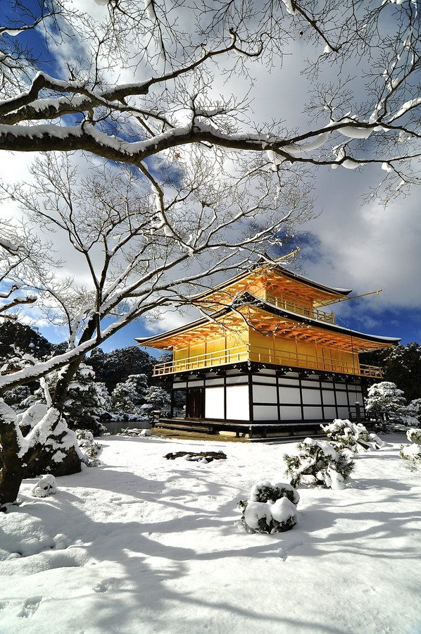 Snowy Kinkakuji Temple, Kyoto ... been here once, but I would love to go back!