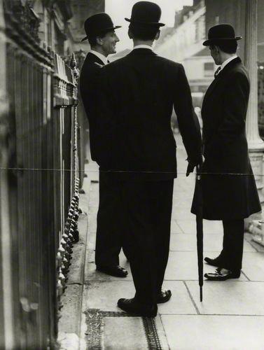 New Mayfair Edwardians / Norman Parkinson (1950)