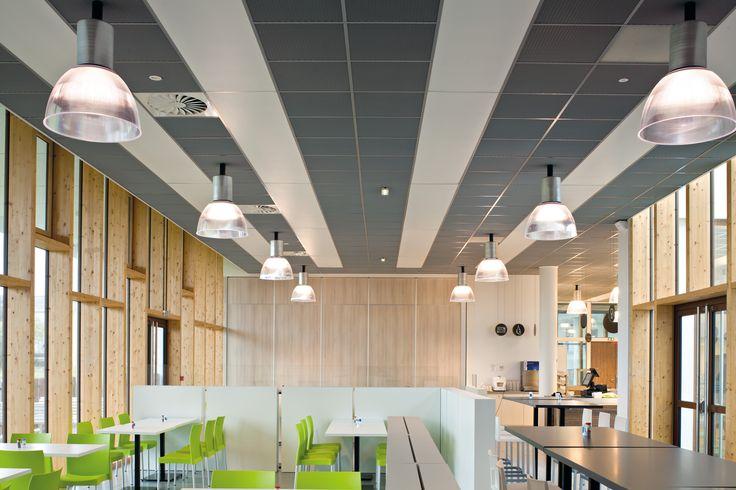 LE PONANT TRAINING CENTER, Francja, Armstrong, sufity podwieszane, ceiling, sufit akustyczny, acoustic, Mesh Metal, Ultima+