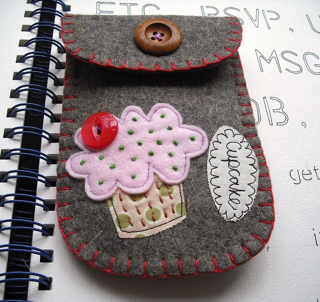 Felt cupcake applique case - DIY idea