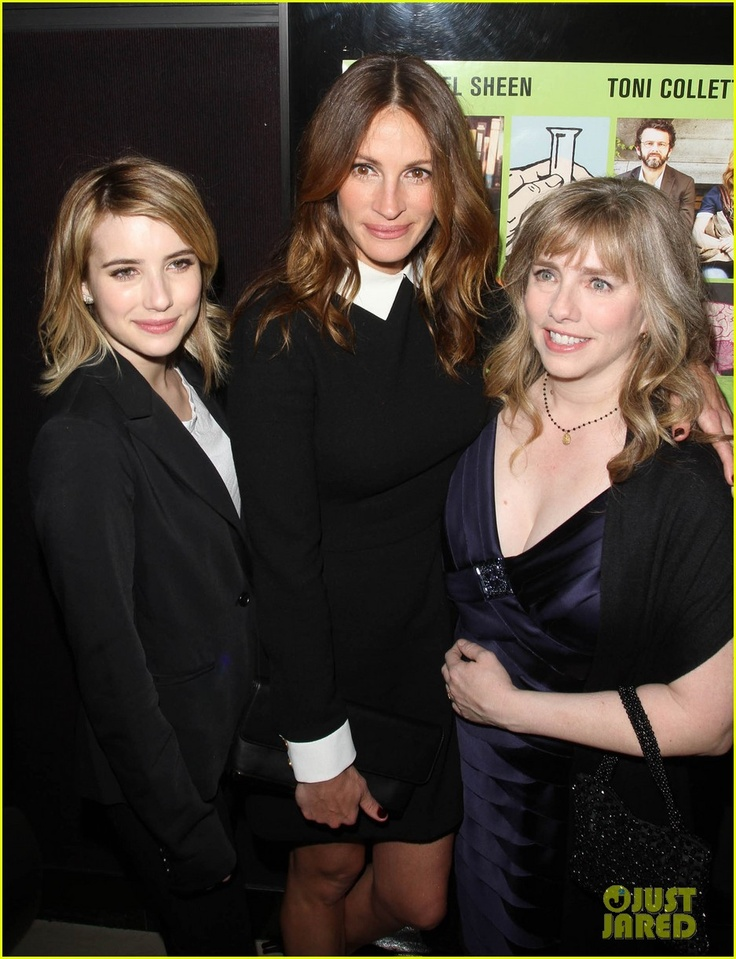 Emma Roberts wearing the Prince T in white with Julia Roberts