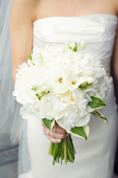 white peonies and roses. Gorgeous!: White Flower, Bridal Bouquets, Wedding Ideas, White Ranunculus, Weddings, Wedding Stuff, Wedding Flowers, Dream Wedding