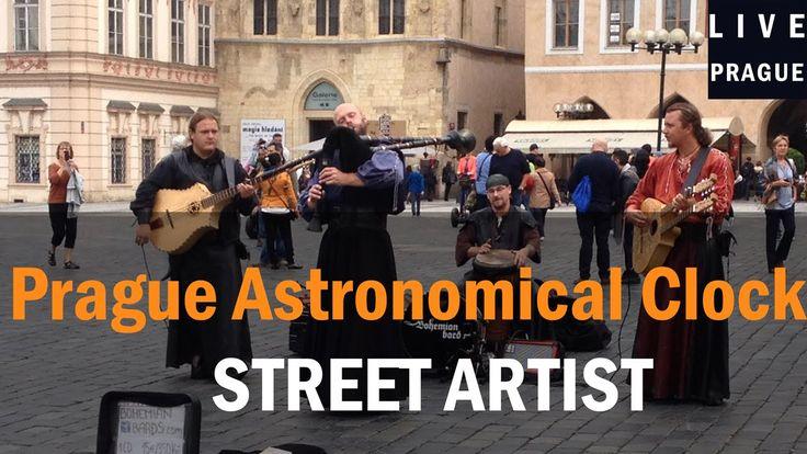 Street artists - Bohemian bards  - square clock - pouličních umělců