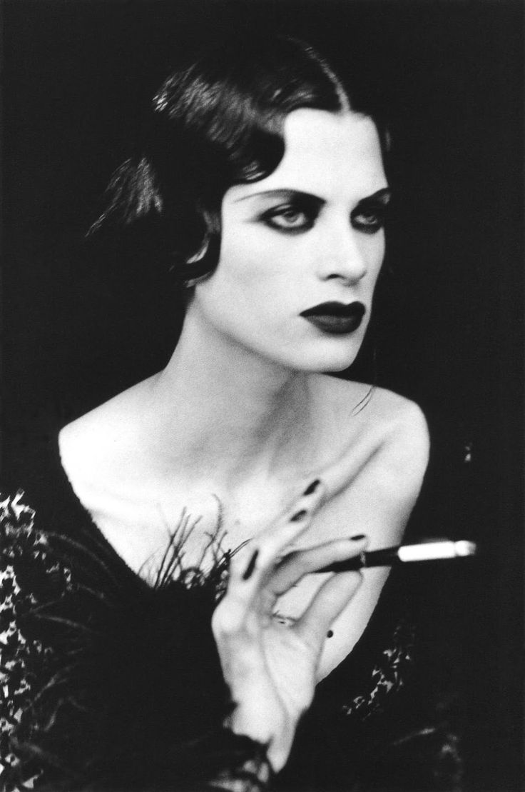 Weimar Republic-style channeled by Kristen McMenamy. Photo: Peter Lindbergh, 1991.