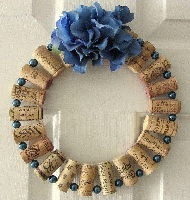 #Wine #Cork Wreath, lindisima para una Navidad azul con corchos de #vino