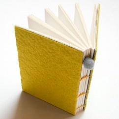 Ponponlu Sarı Keçe Defter - #tasarim #tarz #sarı #rengi #moda #hediye #ozel #nishmoda #yellow #colored #design #designer #fashion #trend #gift