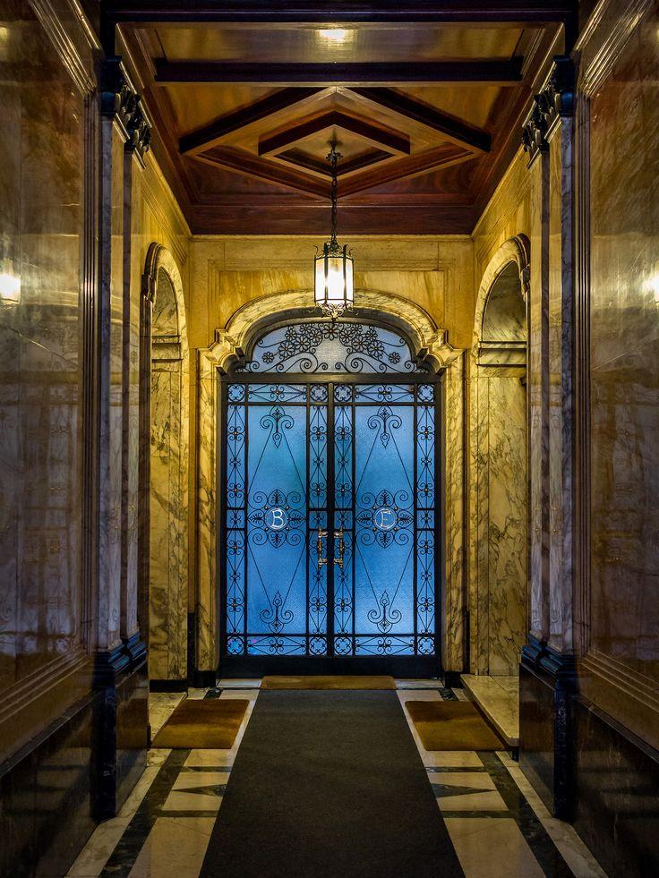 Entrance Deluxe | by Niklas Rosenberg